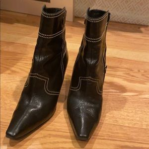 tod's size 7 short black boots